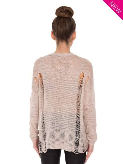 Beżowy sweter z nadrukiem i efektem destroyed                                   zdj.                                  2