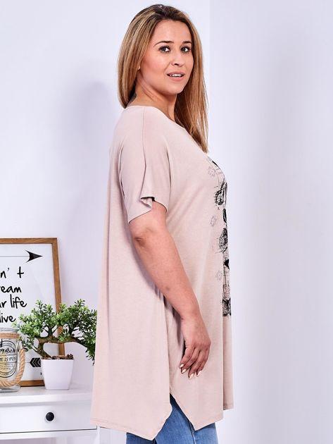 Beżowy t-shirt damski w motyle PLUS SIZE                              zdj.                              3