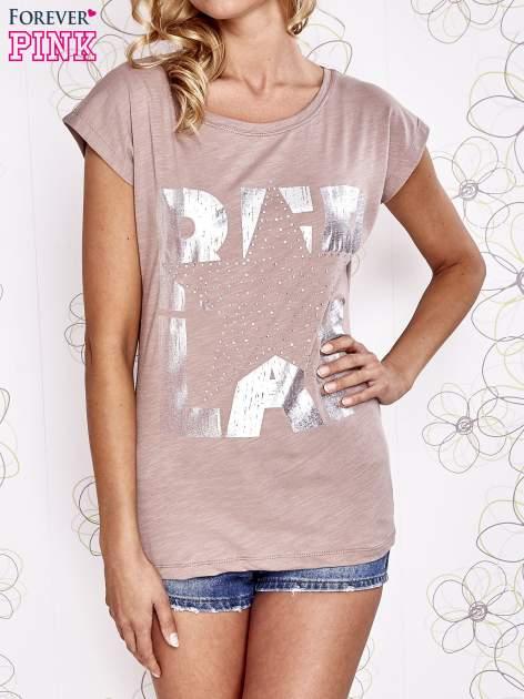 Beżowy t-shirt z motywem gwiazdy i dżetami                                  zdj.                                  1