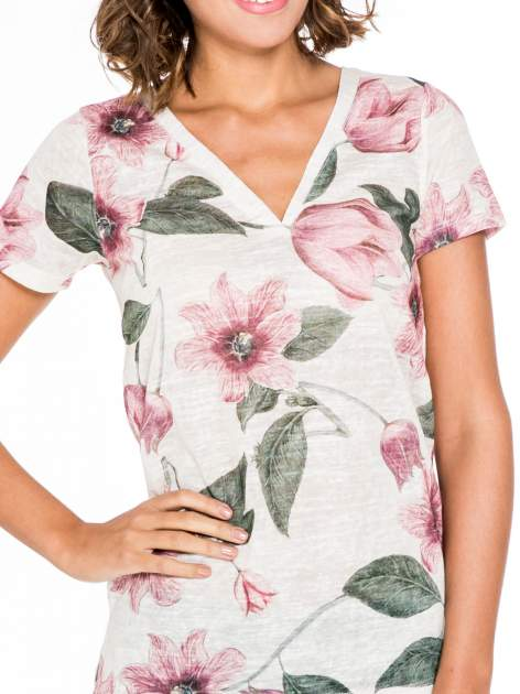Beżowy t-shirt z nadrukiem all over floral print                                  zdj.                                  5