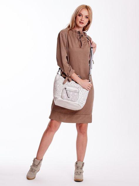 Biała ażurowa torba z plecioną kieszonką                              zdj.                              5