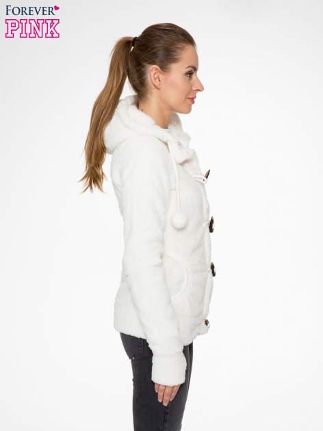 Biała bluza misiek z kapturem i pomponami                                  zdj.                                  4