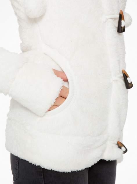 Biała bluza misiek z kapturem i pomponami                                  zdj.                                  11
