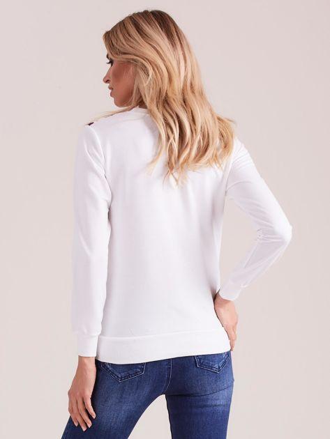 Biała bluza vintage z nadrukiem kwiatów                              zdj.                              2