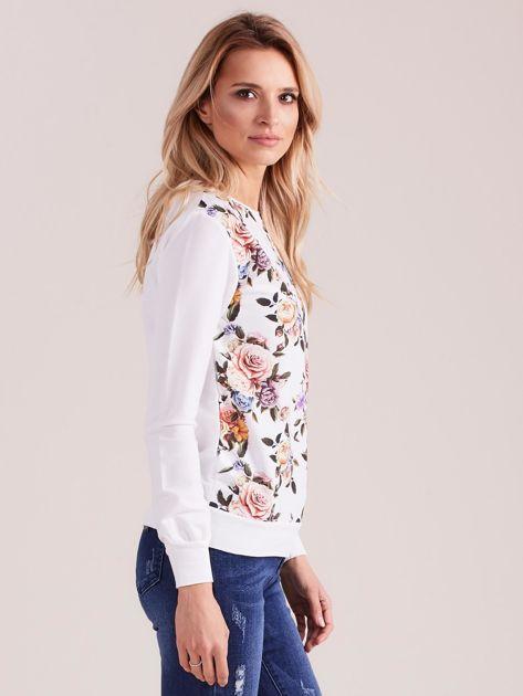 Biała bluza z nadrukiem w kwiaty                              zdj.                              3