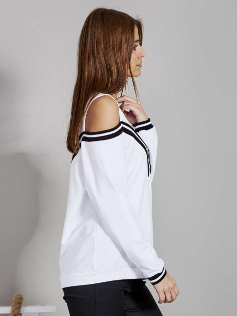 Biała bluza z ukośnymi ściągaczami                              zdj.                              5