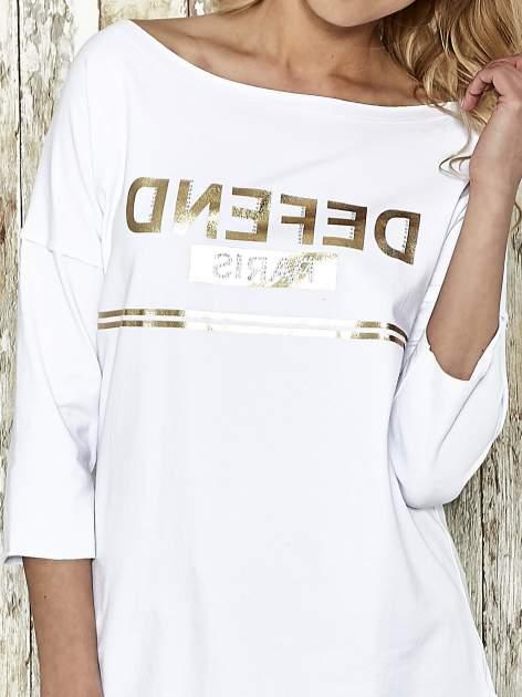 Biała bluza ze złotym napisem i suwakiem                                  zdj.                                  4