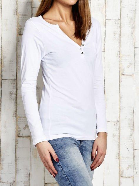 Biała bluzka cut out                              zdj.                              3