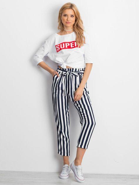 Biała bluzka oversize z napisem SUPER                               zdj.                              5