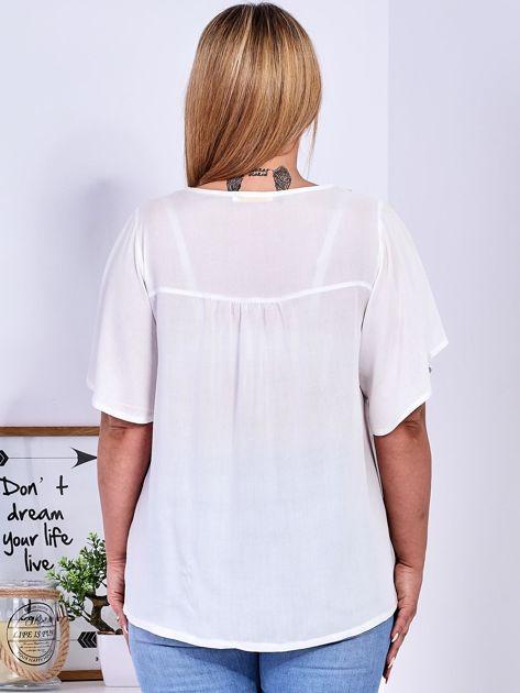Biała bluzka w etniczne hafty PLUS SIZE                              zdj.                              2