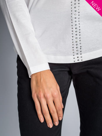 Biała bluzka z aplikacją z dżetów z przodu                                  zdj.                                  4