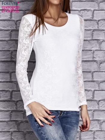 Biała bluzka z ażurowymi rękawami                                  zdj.                                  3