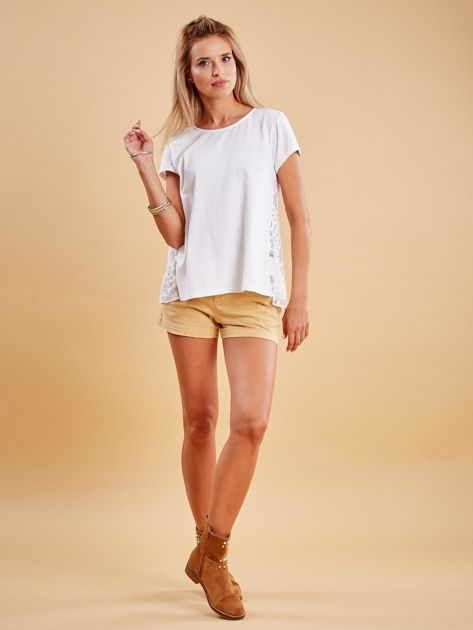 Biała bluzka z koronkową wstawką na plecach                              zdj.                              4