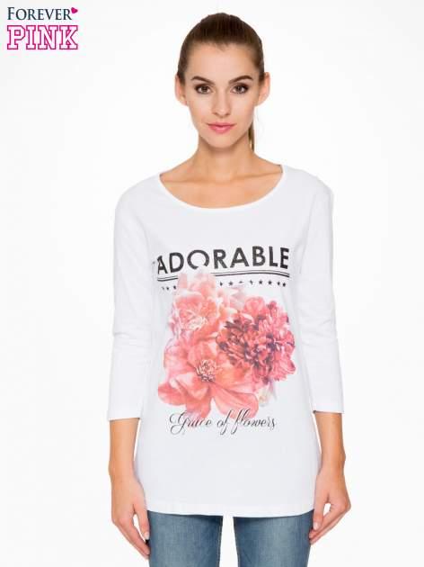 Biała bluzka z motywem kwiatowym i napisem ADORABLE                                  zdj.                                  1