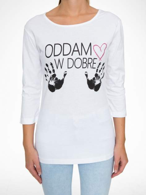Biała bluzka z nadrukiem ODDAM W DOBRE RĘCE                                  zdj.                                  8