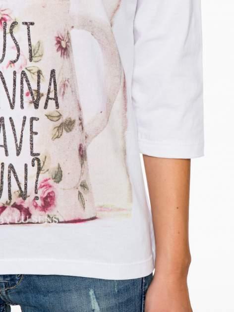 Biała bluzka z nadrukiem kotka i napisem JUST WANNA HAVE FUN?                                  zdj.                                  8