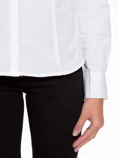 Biała elegancka koszula z marszczeniem przy dekolcie                                  zdj.                                  6