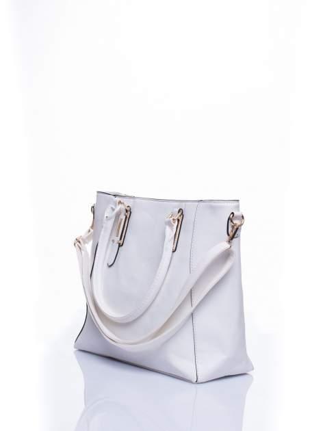 Biała fakturowana torba z odpinanym paskiem                                  zdj.                                  4