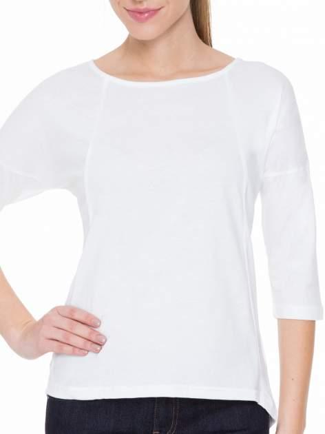 Biała gładka bluzka z ozdobnymi przeszyciami                                  zdj.                                  5