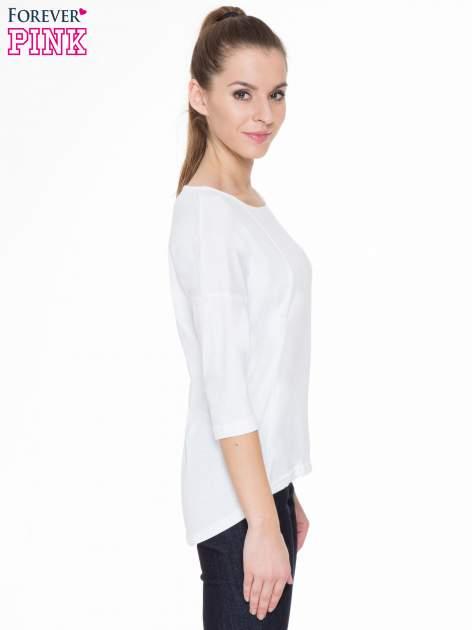 Biała gładka bluzka z ozdobnymi przeszyciami                                  zdj.                                  3