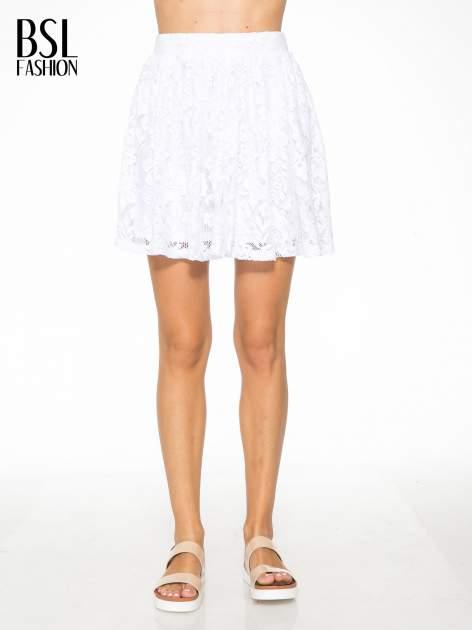 Biała koronkowa mini spódniczka na gumkę                                  zdj.                                  1