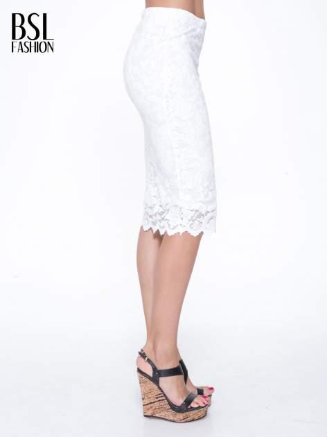 Biała koronkowa spódnica typu tuba za kolano                                  zdj.                                  3