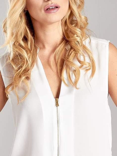 Biała koszula V-neck z suwakiem                                  zdj.                                  5