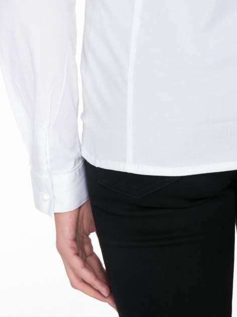 Biała koszula damska z ozdobną listwą                                  zdj.                                  9