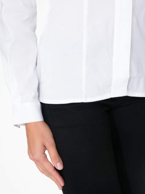 Biała koszula damska z ozdobną listwą                                  zdj.                                  7