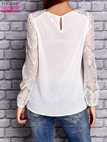 Biała koszula mgiełka z koronkowymi rękawami                               zdj.                              2