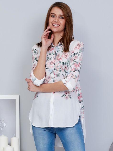 Biała koszula w kwiaty z dłuższym tyłem                              zdj.                              1