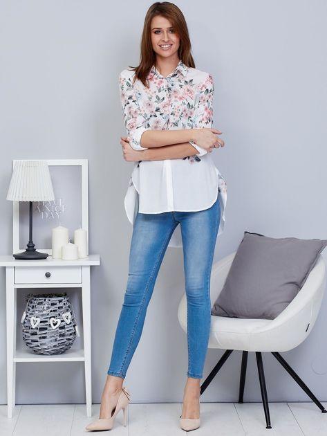 Biała koszula w kwiaty z dłuższym tyłem                              zdj.                              5