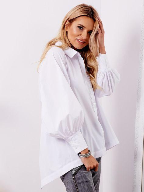 Biała koszula z fantazyjnym wiązaniem z tyłu                              zdj.                              3