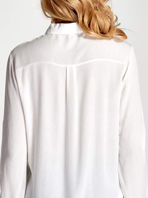 Biała koszula z kołnierzykiem zdobionym kamieniami                                  zdj.                                  8