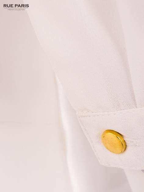 Biała koszula z kontrastowym pasem i kołnierzykiem                                  zdj.                                  5