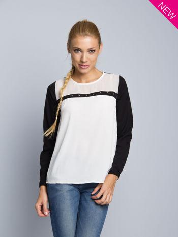 Biała koszula z kontrastowymi rękawami i czarnym pasem z przodu ozdobionym dżetami