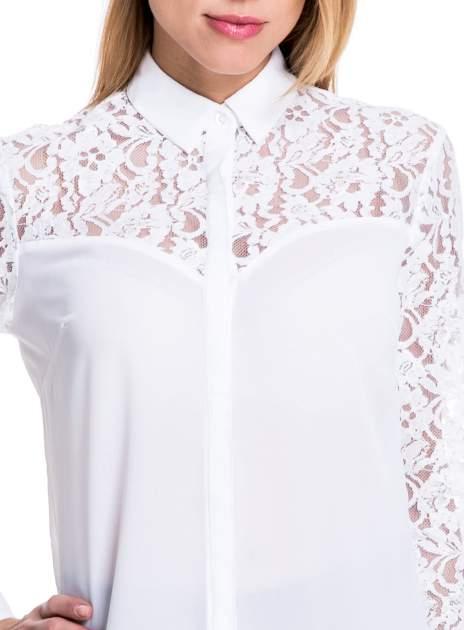 Biała koszula z koronkową górą i rękawami                                  zdj.                                  5
