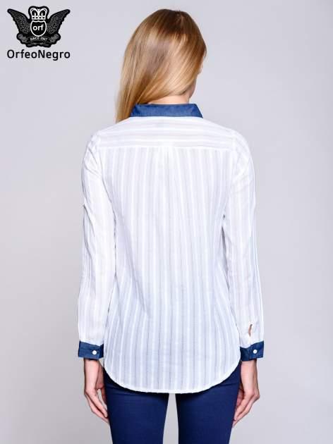 Biała koszula z mankietami i biżuteryjnym kołnierzykiem z denimu                                  zdj.                                  5