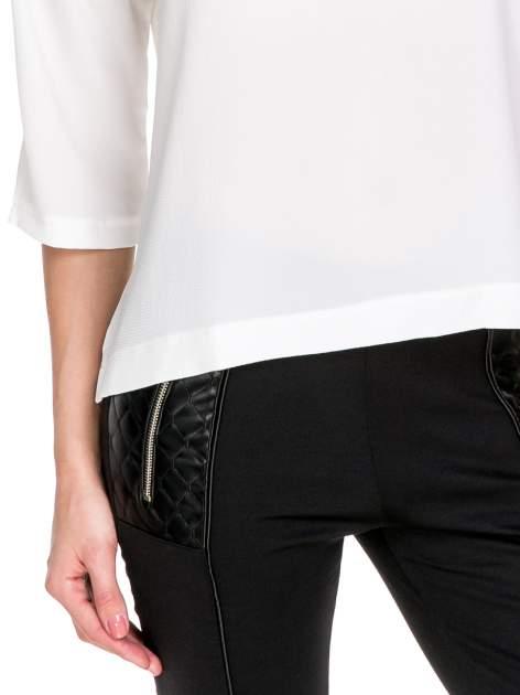 Biała koszula z obniżoną linią ramion i kieszonką                                  zdj.                                  6