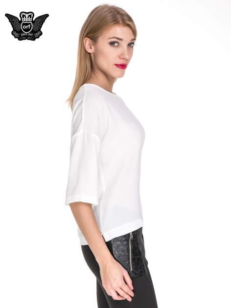 Biała koszula z obniżoną linią ramion i kieszonką                                  zdj.                                  3