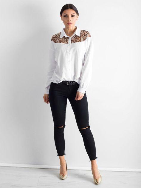 Biała koszula z panterkową wstawką                              zdj.                              4