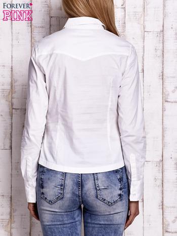 Biała koszula z podwijanymi rękawami                                  zdj.                                  4