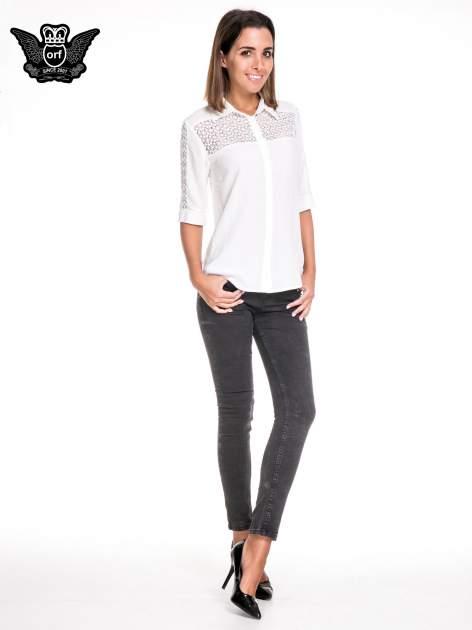 Biała koszula z rękawem do łokcia i koronką                                  zdj.                                  4