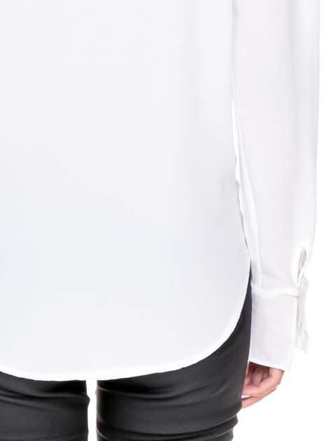 Biała koszula z wycięciem na plecach                                  zdj.                                  7