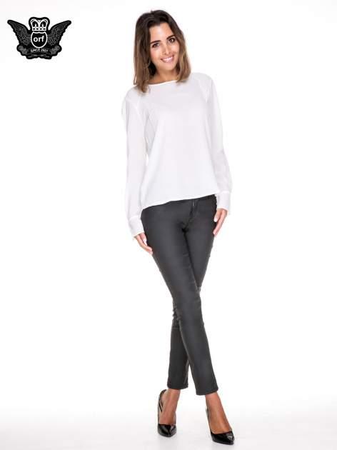 Biała koszula z wycięciem na plecach                                  zdj.                                  2