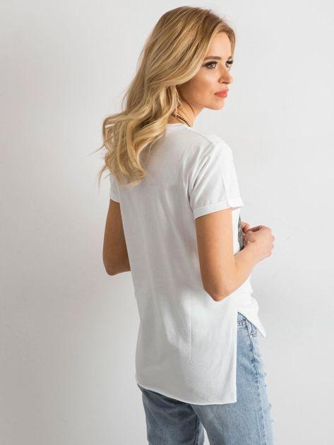 Biała koszulka damska z aplikacją                              zdj.                              2