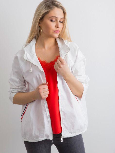 Biała luźna kurtka z kapturem                              zdj.                              3