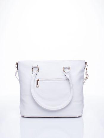 Biała miejska torba z ozdobnymi klamrami                                  zdj.                                  3
