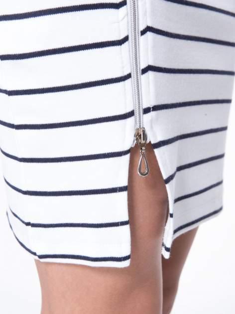 Biała mini spódnica w paski z suwakiem z boku                                  zdj.                                  8