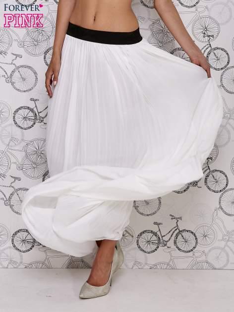 Biała spódnica maxi z ornamentowym paskiem                                  zdj.                                  2